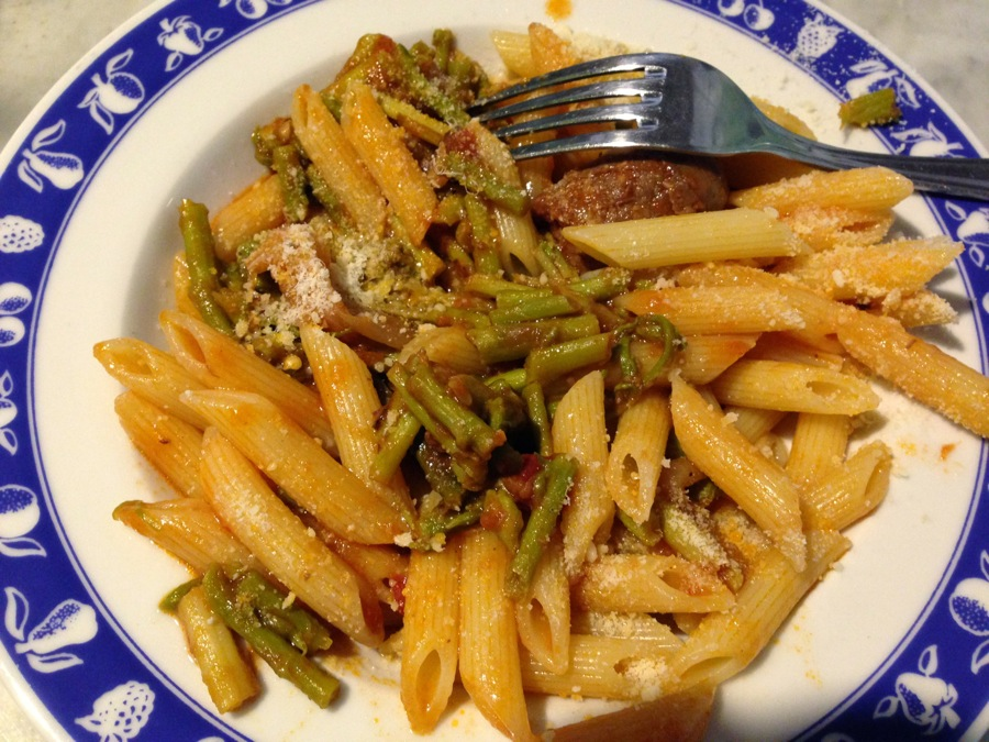 Penne pasta with wild asparagus sauce
