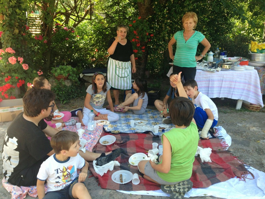 Young Infioratori enjoy lunch together in the Rinaldi garden